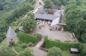 Burg Pyrmont: Die Vorburg mit dem Restaurant / Foto: Wikipedia / Sir Gawain / CC-BY-SA 3.0