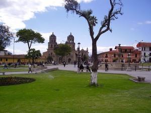 Die Provinzhauptstadt Cajamarca in Peru: Hier wurde Inka-Herrscher Atahualpa von den Spaniern gefangengenommen und hingerichtet. Foto: Wikipedia / Calebperu / CC-BY-SA 3.0