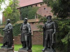 Statuen der Deutschordens-Hochmeister auf der Marienburg