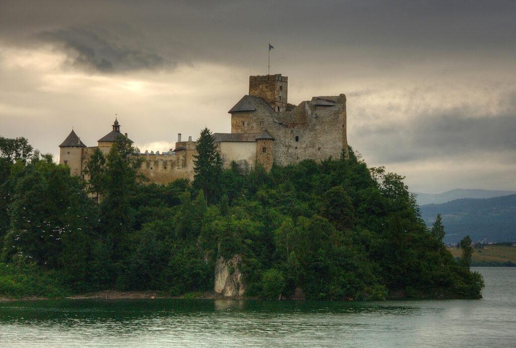 Burg Niedzica in Polen / Foto: Wikipedia / Łukasz Śmigasiewicz / CC-BY-SA 3,0