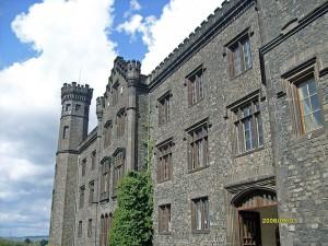Schloss Schaumburg mit neogotischem Türmchen-Schnickschnack / Foto: Wikipedia / Santiago2000 / CC-BY-SA 3.0