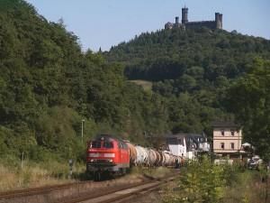Die Gleise der Lahntalbahn füren nahe der Schaumburg vorbei / Foto: WikiRail / GFDL