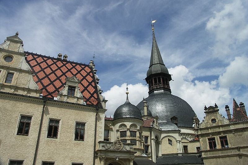 Die prägnante Kuppel von Schloss Schönfeld / Foto: Wikipedia / Trendy64 / GFDL