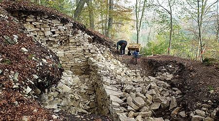 Die Mauern stammen aus der Zeit der Kelten / Foto: Landesamt für Denkmalschutz