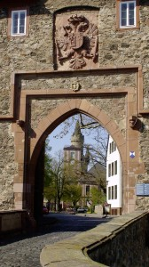 Tor zur Burg Friedberg / Foto: Wikipedia / Chris Dolezalek / CC-BY-SA 2.0