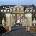 Schloss Nordkirchen: Lkw demoliert Löwentor