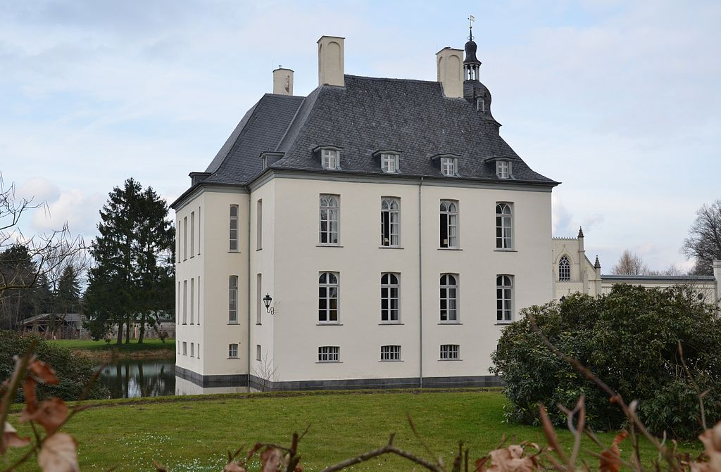 Schloss Gartrop ist immer noch ein Wasserschloss / Foto: Wikipedia / NatiSythen / CC-BY-SA 3.0