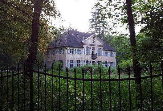 Das gräfliche Schloss Schloss Appelhof verfällt / Foto: Wikipedia / Laica24 / CC-BY-SA 3.0