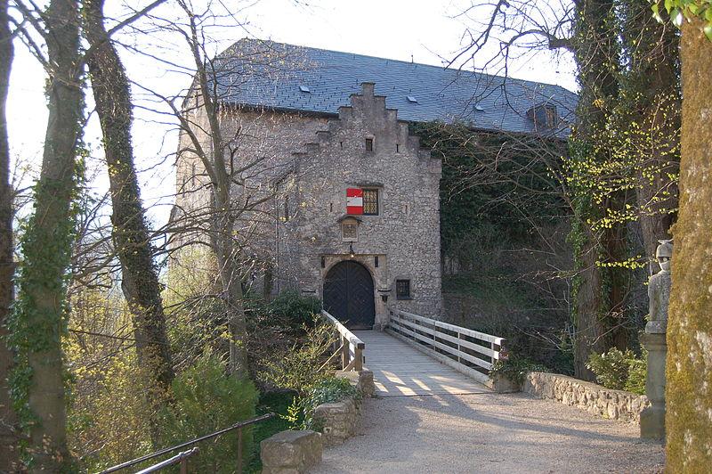 Eingang der Burg Marquartstein / Bild: gemeinfrei