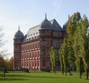 Ostseite von Schloss Gottesaue / Foto: Wikipedia / Tobias Helfrich / CC-BY-SA 3.0