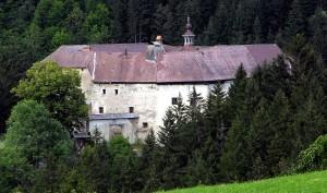 Schloss Grades beherrscht das Metnitz-Tal / Foto: Wikipedia / Johann Jaritz / CC-BY-SA 3.0