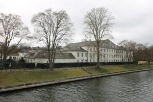 Der direkt an der Spree gelegene Schlossflügel diente zuvor als Lederfabrik.