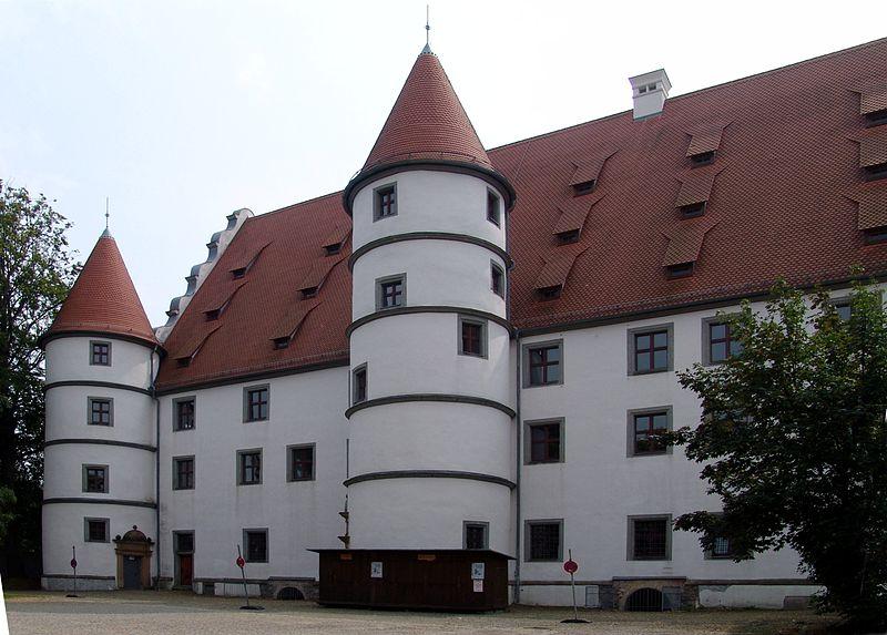 Schloss Friedrichsburg: Bald Sitz bayerischer Landesbeamter? Foto: Wikipedia / btr / GFDL