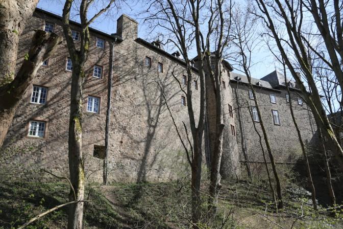 Die trutzige Rückseite der Burg Blankenheim / Fotos: Burgerbe.de