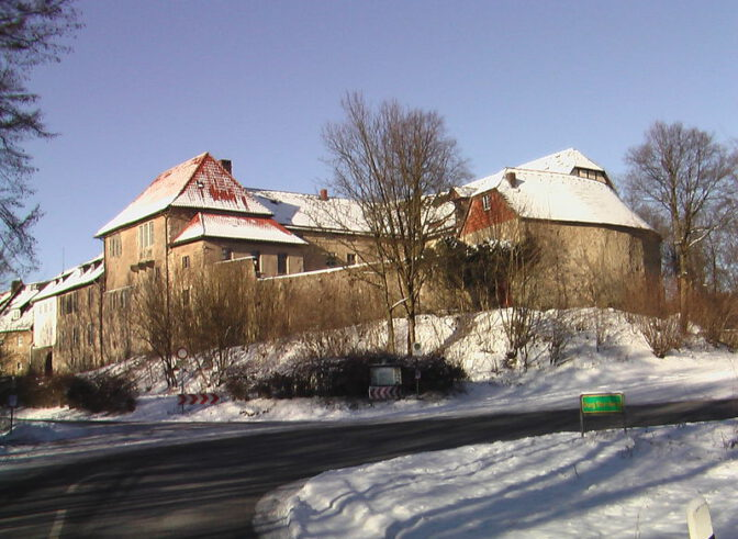 Winterstimmung bei Burg Sternberg / Foto: Wikipedia / Frank Jendreck / CC-BY-SA 3.0