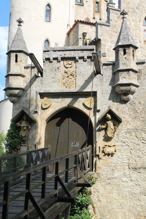 Zugbrücke und Tor zu Schloss Lichtenstein / Fotos: Burgerbe.de