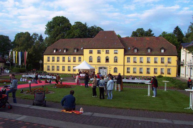 Schloss Alexandersbad: Einst noble Herberge für Badegäste / Foto: Gemeinfrei