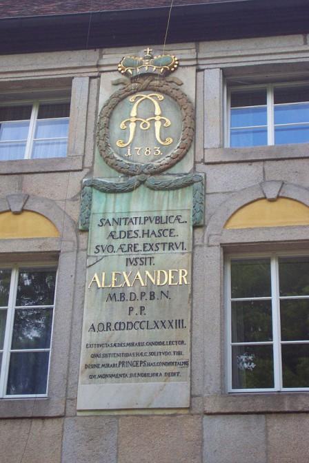 Markgraf Alexander verewigte seinen Namen in Goldbuchstaben an der Schlossfassade / Foto: gemeinfrei