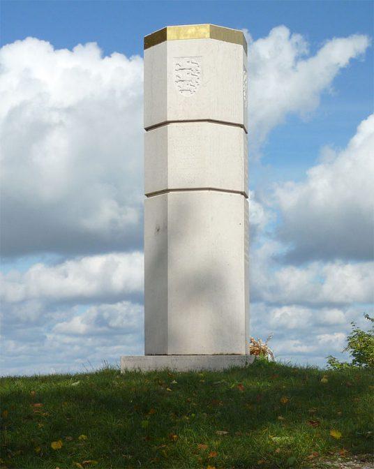 Die Stauferstele erinnert an Burg Hohenstaufen und die Staufer / Foto: gemeinfrei