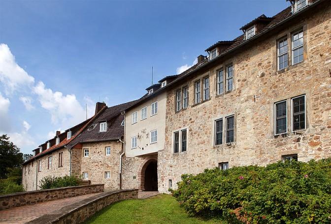 Eingangstor der Burg / Foto: Wikipedia / Grugerio / CC-BY-SA 3.0