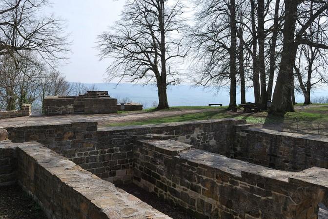 Fundamentreste vn Burg Hohenstaufen / Foto: Wikipedia / Harke / CC-BY-SA 3.0
