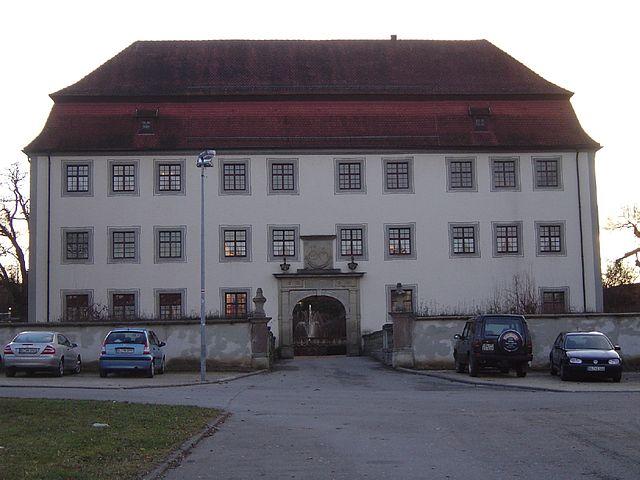 Schloss Geislingen mit dem von Vasen gekrönten Portal / Foto: gemeinfrei