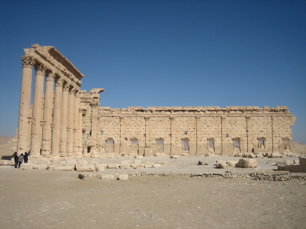 Baaltempel mit wieder aufgestellter Säulenreihe