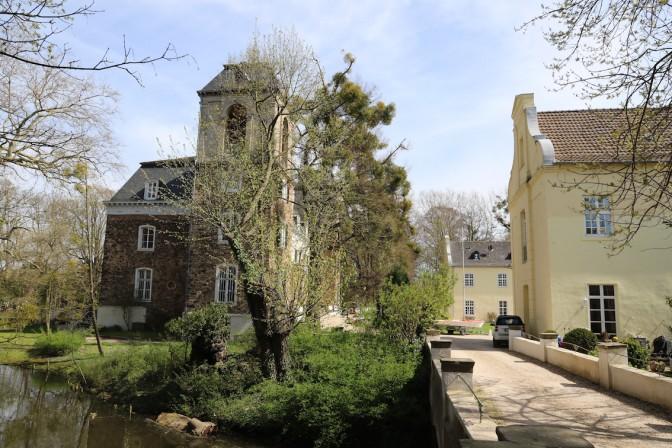Burg Flamersheim: Umgeben von Wassergräben