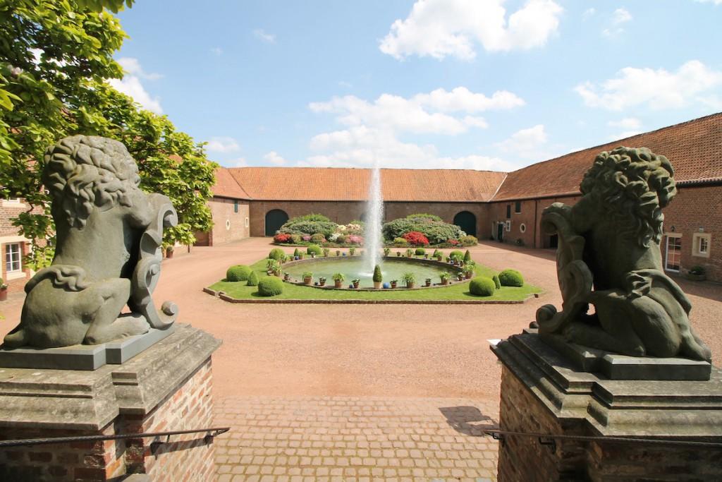 Blick in den Hof der Vorburg