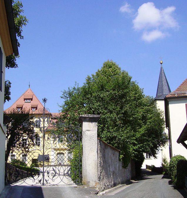 Schloss Unterleinleiter (links) / Foto: Wikipedia / Immanuel Giel / CC BY 3.0