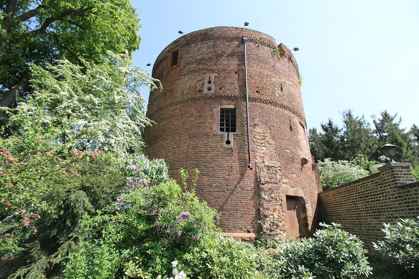Einer der Türme von Burg Bergerhausen