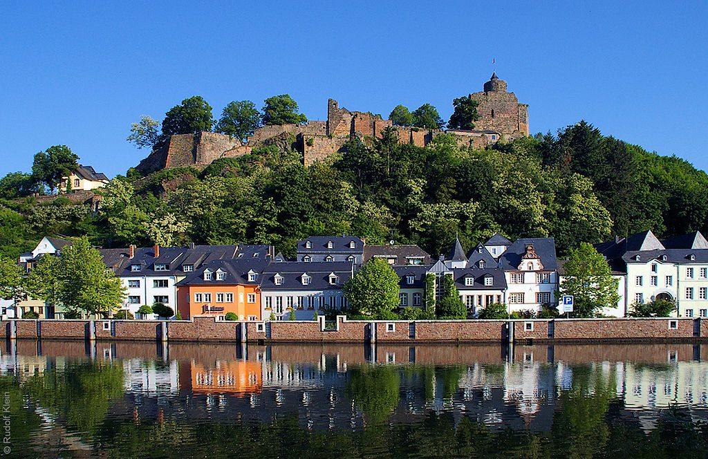 Die Saarburg über Saarburg / Foto: Wikipedia / Klein R. / CC-BY-SA 3.0