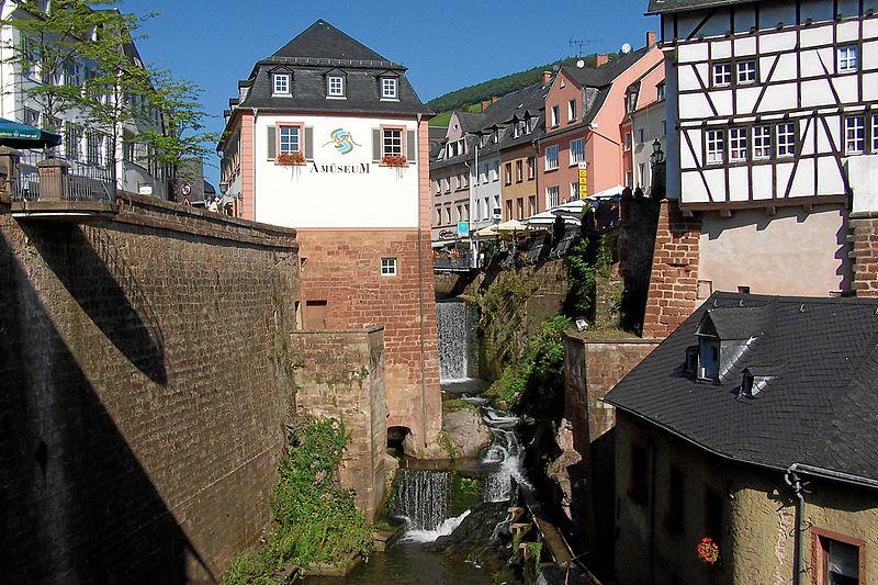 Die ehemalige Mühle und der Wasserfall / Foto: Wikipedia / Berthold Werner / CC-BY-SA 3.0