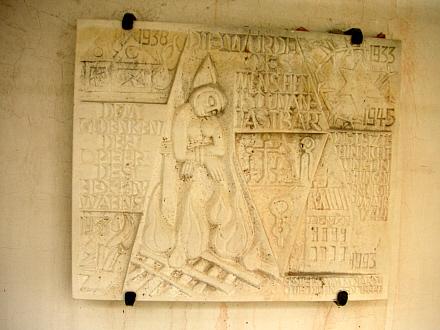 Die Gedenktafel für die Opfer der Hexenverfolgung und des NS-Regimes / Foto: Hartmut Hegeler, www.anton-praetorius.de
