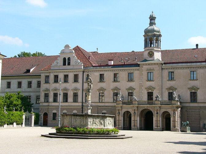 Schloss St. Emmeran: Schplatz der Thurn- und Taxis Schlossfestspiele / Foto: Wikipedia / PeterBraun 74