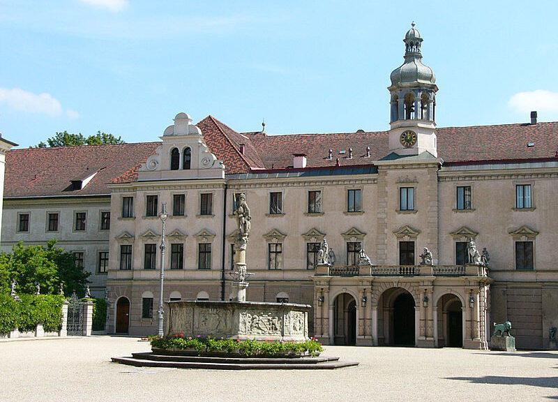 Schloss St. Emmeran: Schplatz der Thurn- und Taxis Schlossfestspiele / Foto: Wilipedia / PeterBraun 74