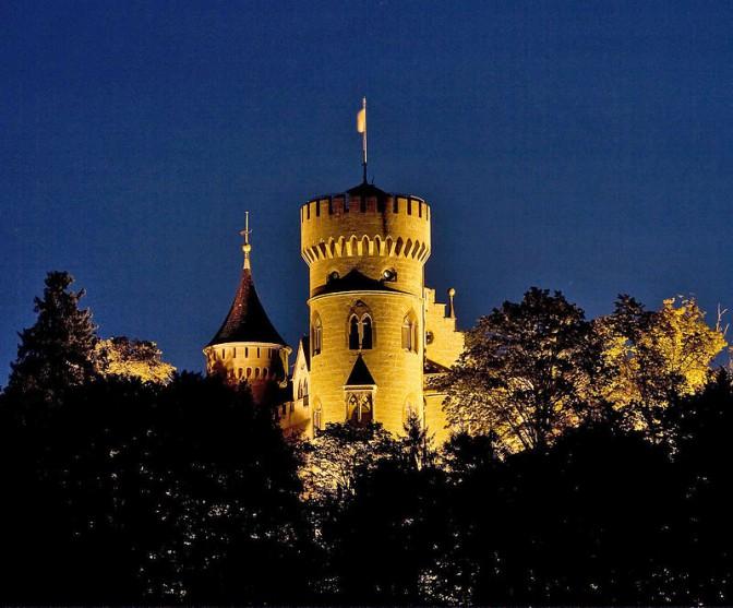 Schloss Landsberg bei Nacht / Foto: Wikipedia / Heinrich Frhr. v. Berlepsch / CC-BY-SA 3.0