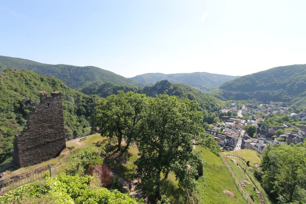 Blick von Burg Are ins Ahrtal / Fotos: Burgerbe.de