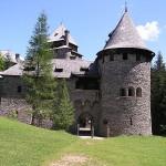 Brand auf Burg Finstergrün: 5 Verletzte – Auslöser Zigarette?