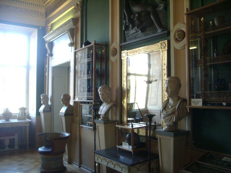 Die Landesregierung hoffte auf 100.000 Besucher: Raum mit römischen Büsten im Schloss / Foto: Wikipedia / Erbacher / CC-BY-SA 3.0