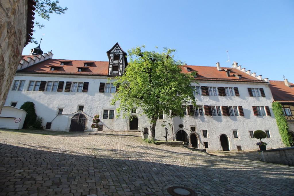 Schloss Hellenstein: Der Schlosshof