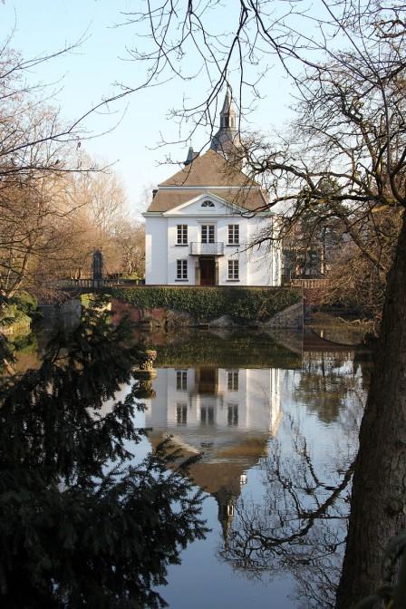 Schloss Weißhaus von der Luxemburger Straße aus gesehen / Foto: Wikipedia / HOWI / CC-BY-SA 3.0