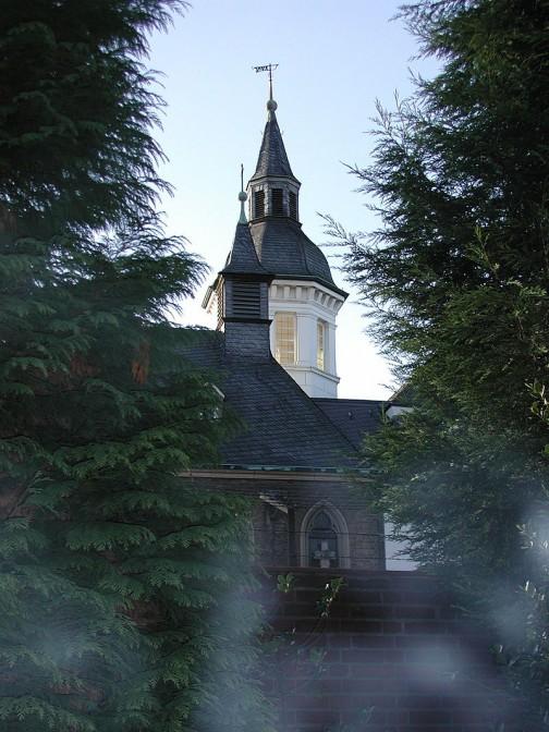 Kapelle und Turm von Schloss Weißhaus / Foto:  Wikipedia / Willy Horsch / CC-BY-SA 2.5