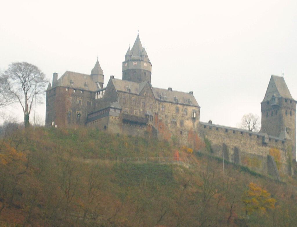 Auf dem Fußweg zur Burg Altena im Sauerland wurde die Leiche eines 20-Jährigen gefunden / Foto: Burgerbe.de