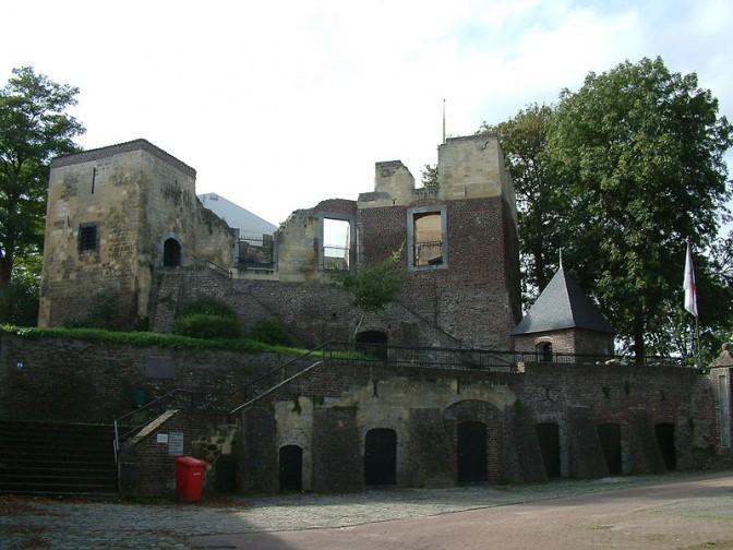 Ruine von Kasteel Keverberg vor dem Wiederaufbau / Foto: Pivos / CC-BY-SA 3.0