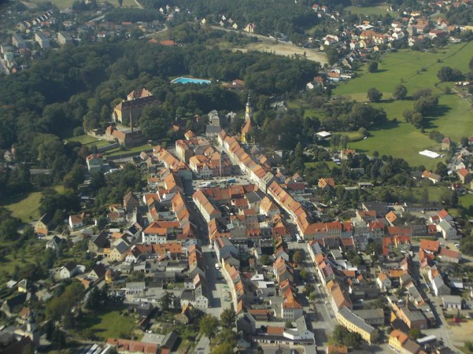 Die Altstadt von Königsbrück mit dem Schloss / Foto: Wikipedia / Andreas Forkel / CC-BY-SA 2.5 / Foto oben: Wikipedia / Paulis / CC-BY-SA 3.0