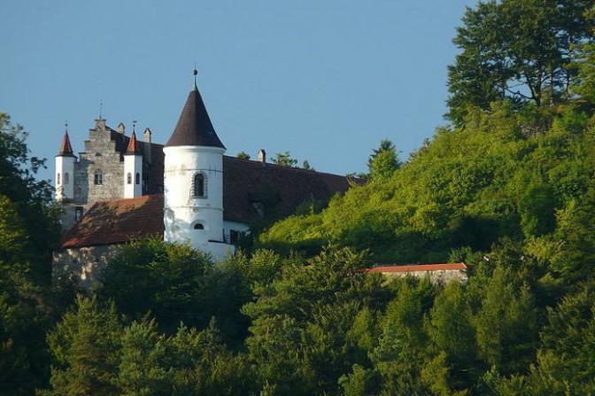 Paprazzi-Blick auf das Schloss: Zumindest der Treppengiebel ist gut zu erkennen / Foto: Wikipedia / Klaus M. (Mikmaq) / CC-BY-SA 3.0