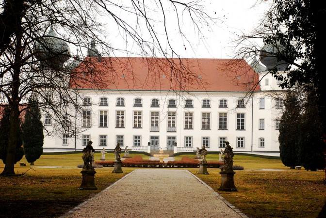Schloss Tüssling: Gartenseite / Foto: gemeinfrei