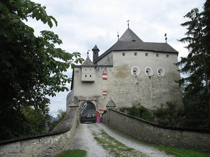 Burg Strechau: Trutzig wiederaufgebaut / Foto: Wikipedia / Fb78 / CC-BY-SA 3.0