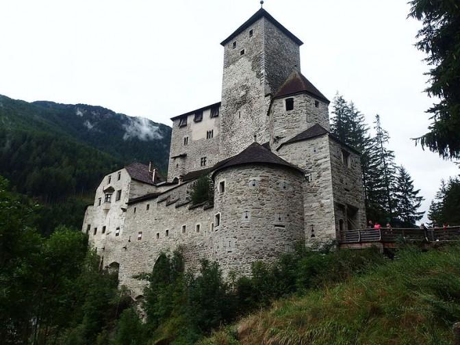 Burg_Taufers_01